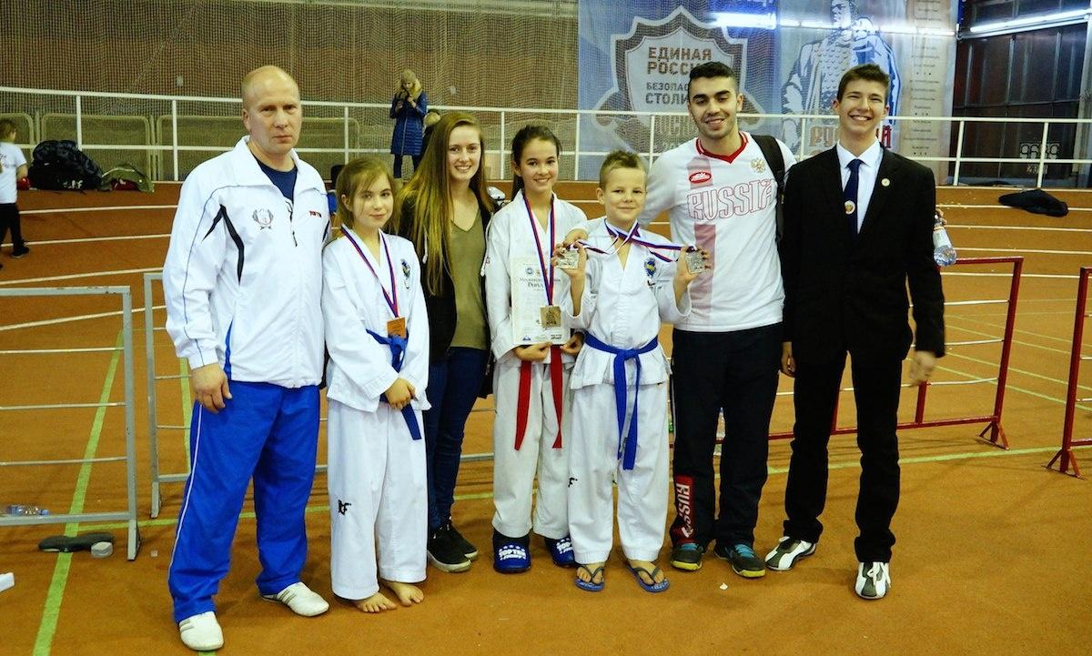 Детское тхэквон-до - Андрей Макаров и победители