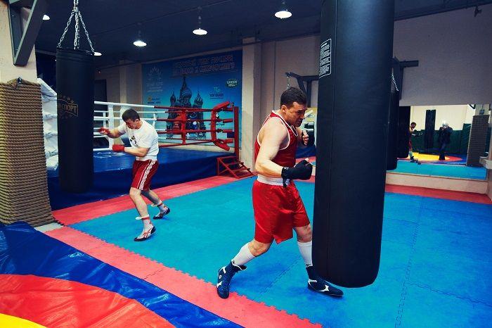 Занятия боксом в Белом Лотосе