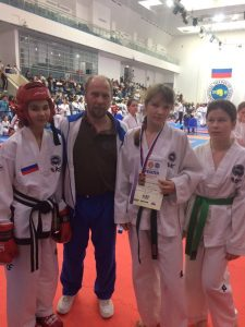 Спортсменов по тхэквон-до и тренер Андрей Макаров