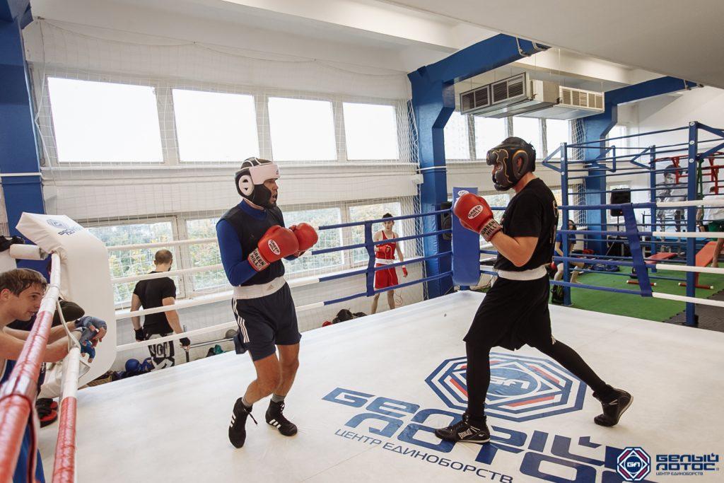 Тренировка в секции бокса